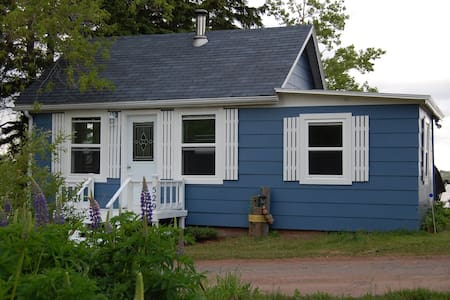 Bridgeview Lane - Waterfront Blue Cottage
