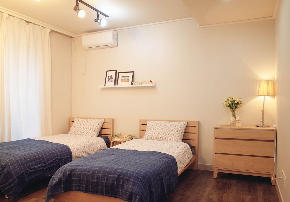 1F Room1 Twin bed