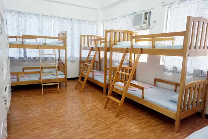 E-MO (6Bed Male Dorm 302)