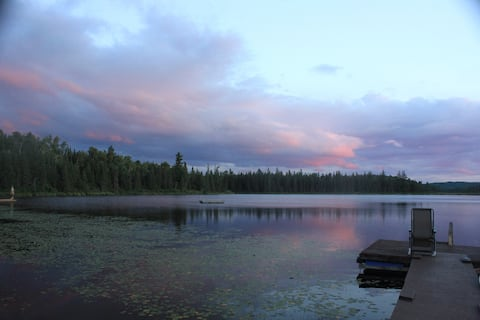 Chalet sur le bord d'un lac privé, tout confort !