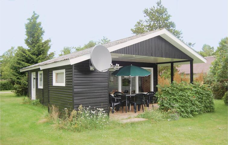 Holiday cottage with 2 bedrooms on 42m² in Præstø