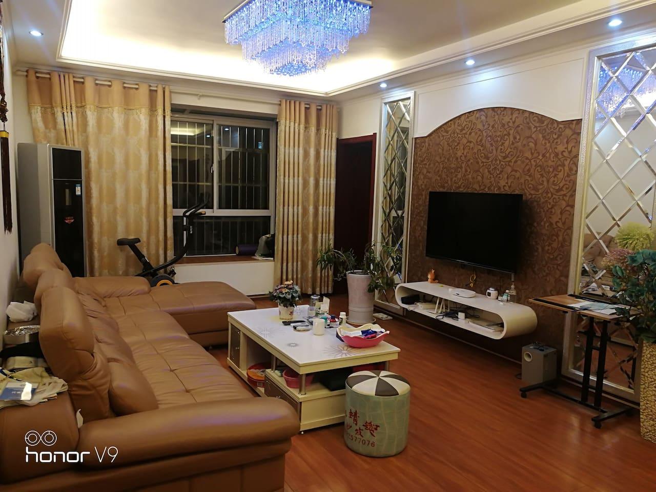 客厅高端大气上档次,橡木地板
