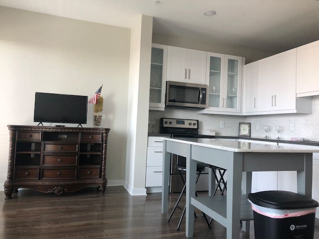 Luxurious cozy unit with amenities!