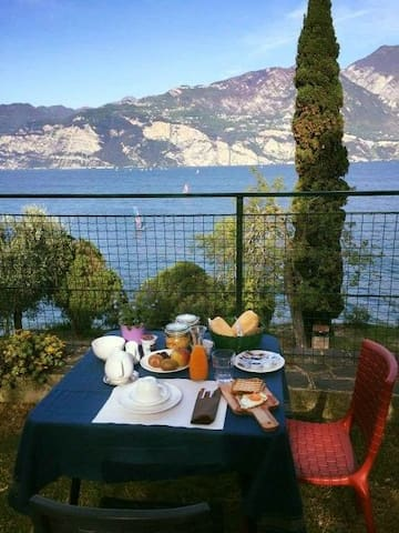 Friendly House on the water (with Breakfast)