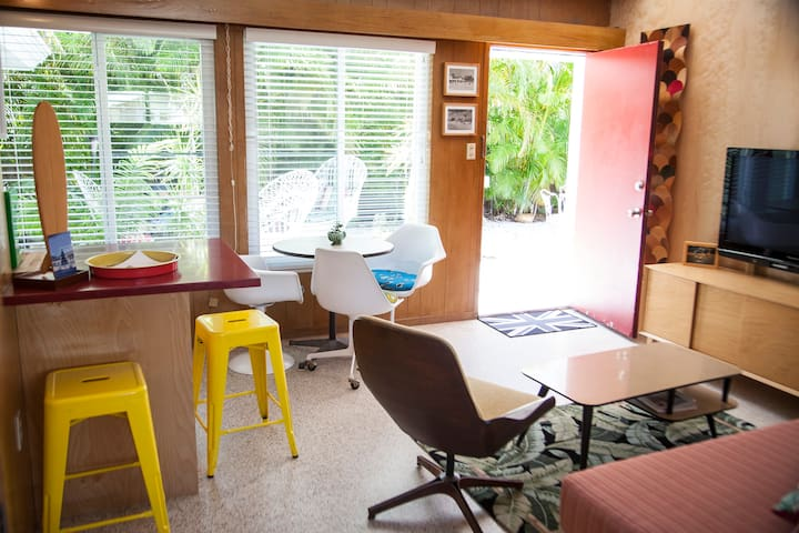 Lido Beach House - cute retro studio.
