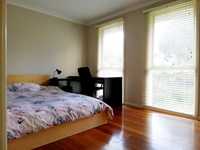[Glen Waverley]Big Bright Single Room