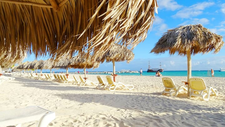 4 PPL/Beachfront Family Condo/MAID/WIFI/PICK UP