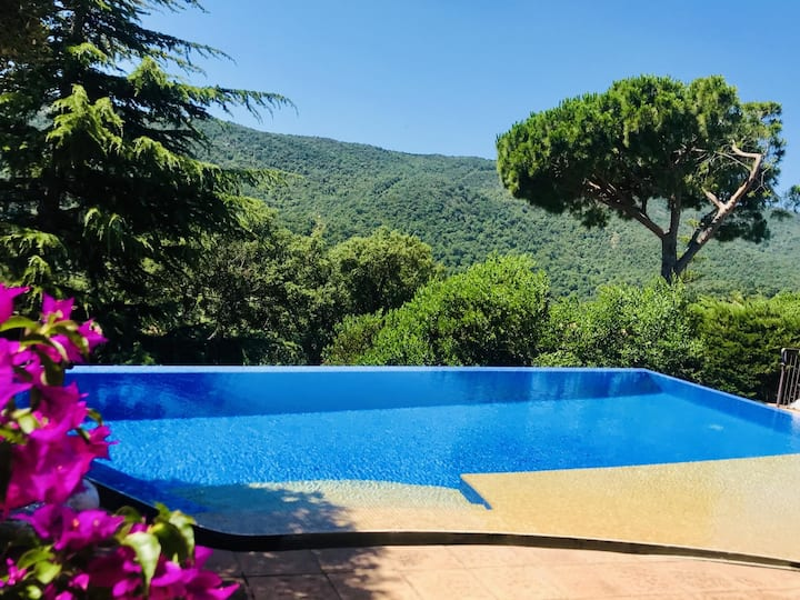 Costabravaway - Typical Catalan house with magnificent infinity pool