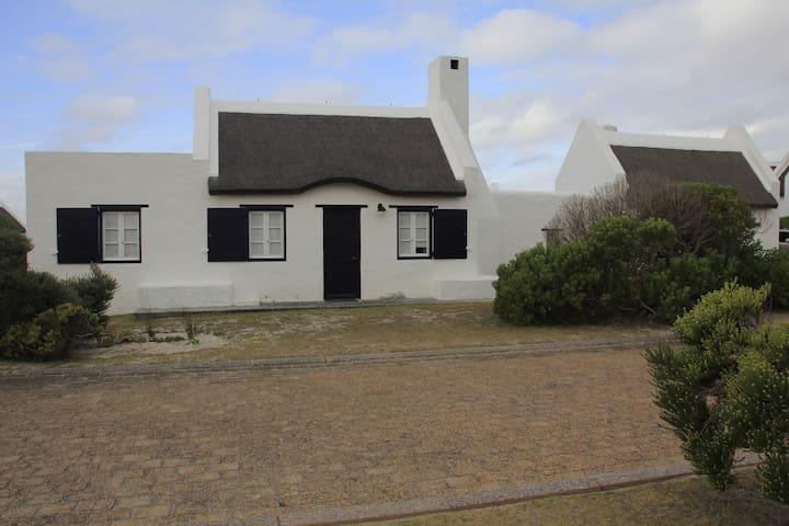 Trinacria, Langezandt Estate Struisbaai - Struis Bay - House