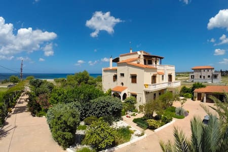 A Beautiful Villa Apartment - 50m from the beach! - Chania - Casa de campo