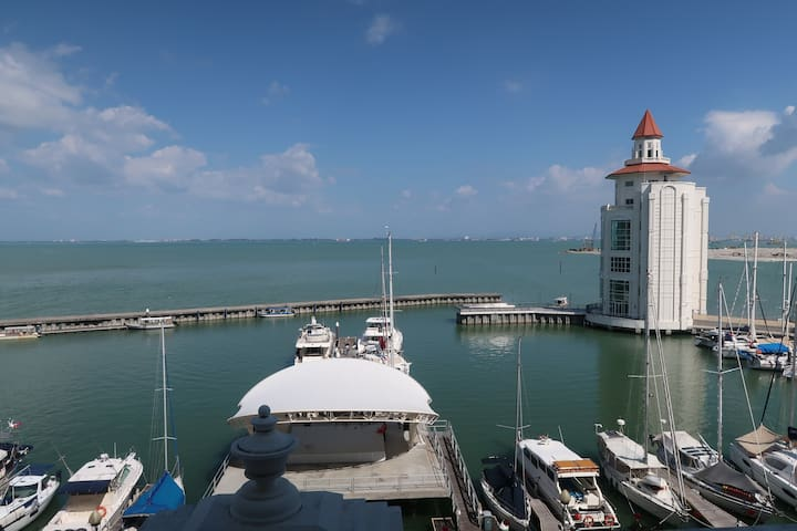 Marina Suites @ Straits Quay