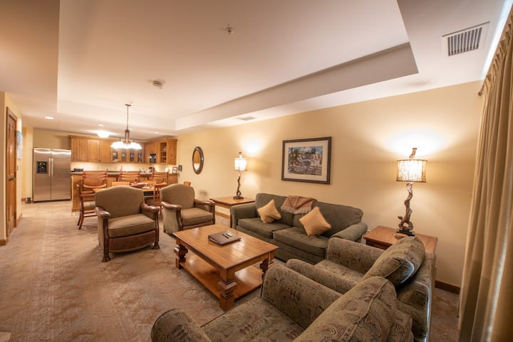 NEW LISTING! Spacious 2 Bedroom Condo unit in Mountaineer Square