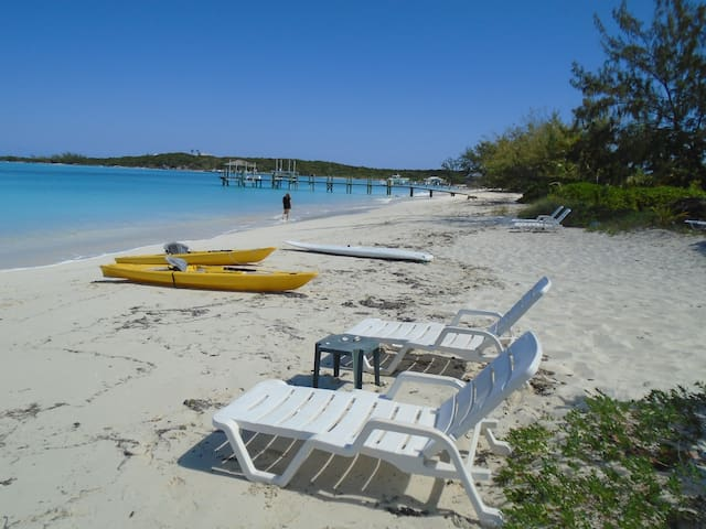 STUDIO for TWO  on BEST BEACH on EXUMA - QUEEN BED