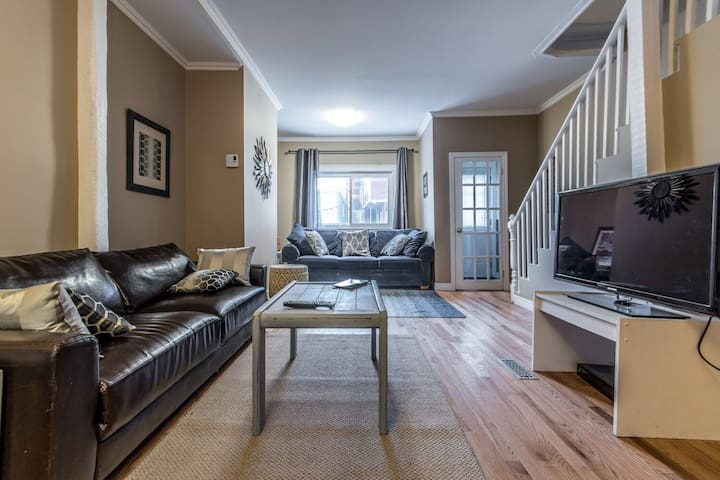 Beautiful Downtown Home - St. John's - Huis