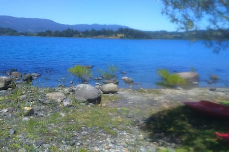 Arriendo cabaña orilla lago Panguipulli - Panguipulli - Alojamento ecológico