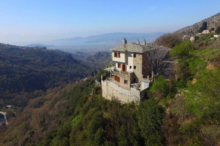 """Makrinitsa"" Traditional House with amazing view!"