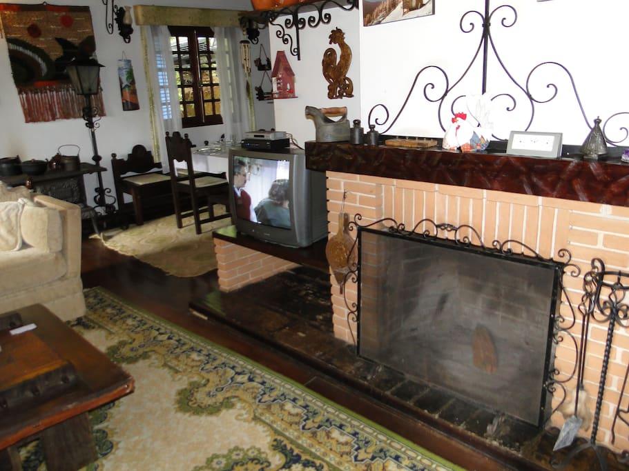 Sala de Estar e parte da sala de jantar
