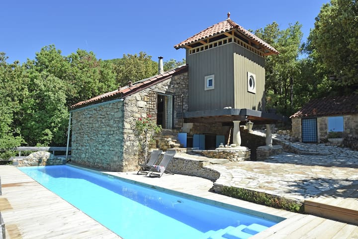 "Stone cottage, for the genuine nature lover situated in ""Le Parc Naturel"""