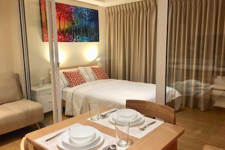 1BR Suite @ Maldives Azure Urban Resort, Parañaque