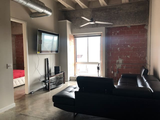 2bd/2bath New York Style Loft!!!! (Medical Center)