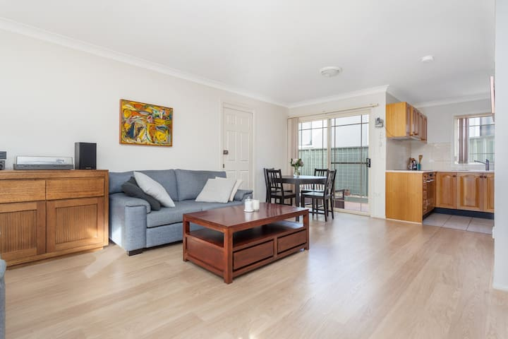 Sutherland Townhouse with convenience