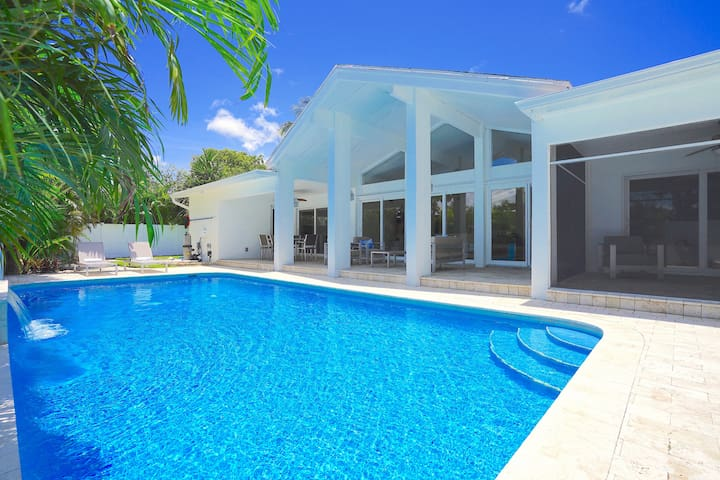 RENT LUXE 5 STAR 5 BED HTD POOL+HOT TUB STUNNING!