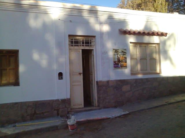 Hostel Posada las Piedras (h 2 priv. bañ.compart.)