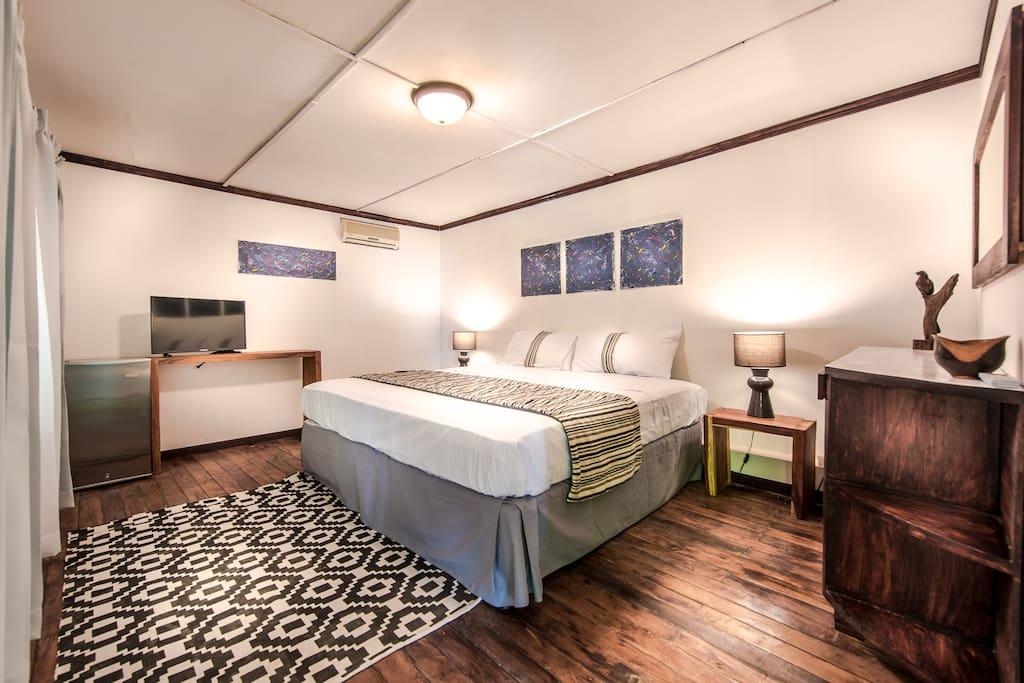 King size bed, mini bar, TV.
