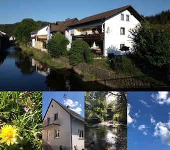 Ferienwohnungen 1 An der Rodach (Steinwiesen), Ferienwohnung 1 An der Rodach im EG mit Balkon