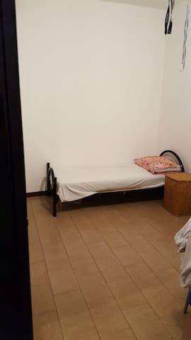 Posto letto in stanza condivisa  (minimo 2 mesi) - Paderno Dugnano - Appartement