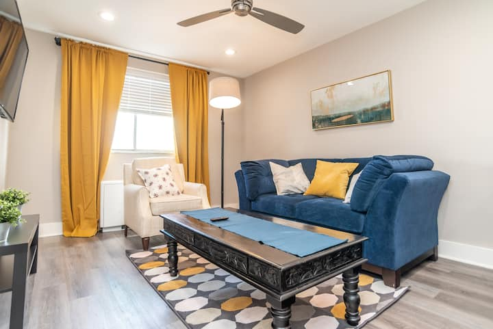 L/2/20❤Heart of Downtown 1BD Condo Excellent View!