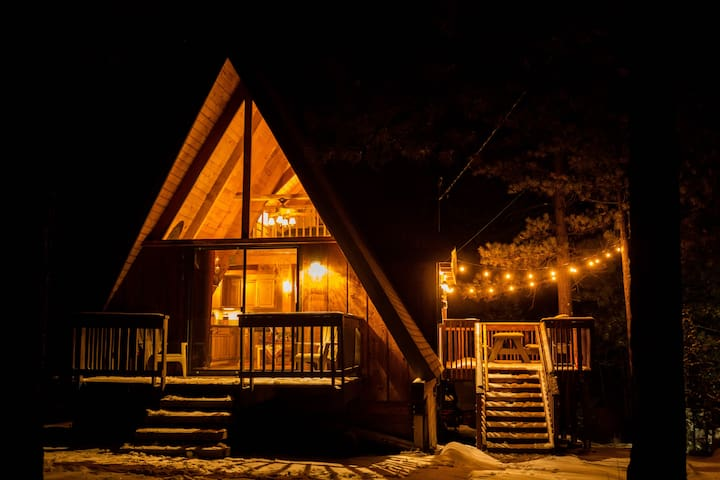 A-Frame Big Bear, Rain Shower, Heated Bath floors.