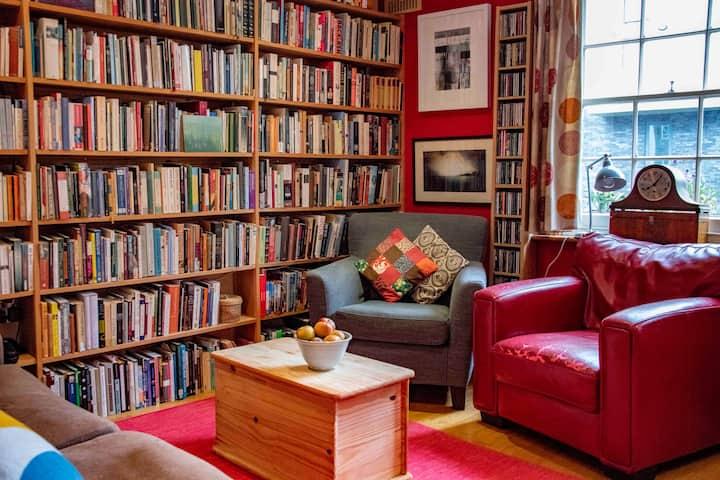 En-suite room in cosy east-end book-lined flat