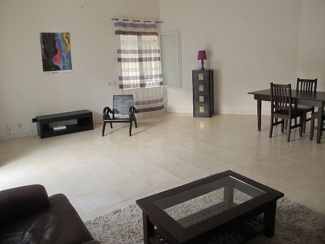 Cosy & great location - chambre/salon/terrasse - Dakar - Huoneisto