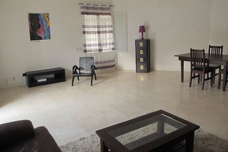 Cosy & great location - chambre/salon/terrasse - Dakar
