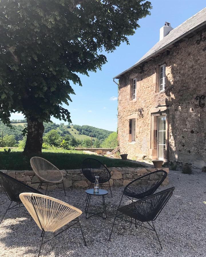 Grande longère rénovée en Aveyron