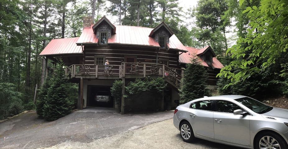 Tree House in Highlands-short walk to Main Street