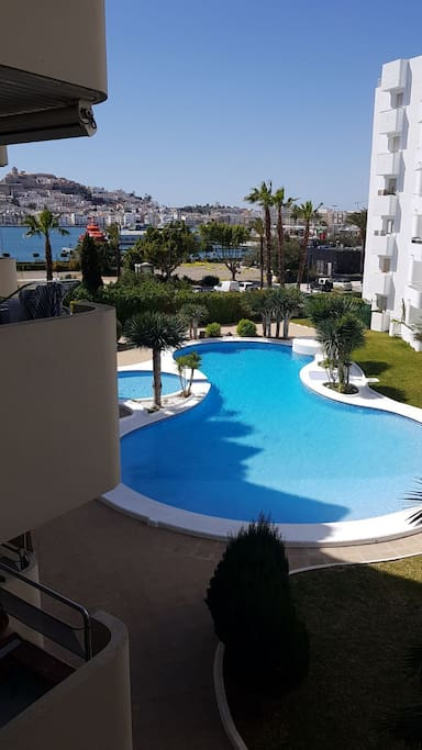 ++SPECIAL PRICE AUGUST !! !! !! the view from the balcony also view to Dalt Vila Castle