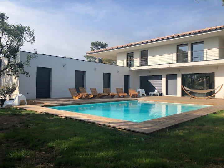 """Villa """"Mare"""" 14 PERSONNES, piscine, plage à 300m"""