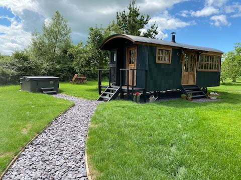 Shepherds Hut, nestled in a picturesque Orchard.