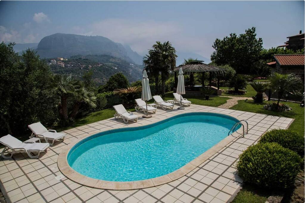 Villa with private pool ville in affitto a colli di - Piscina di melzo ...