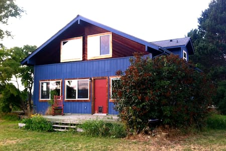 Quiet country family home with mountain view - 세킴(Sequim)