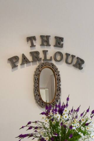 The Parlour luxury cowshed conversion level access - Robertsbridge - House