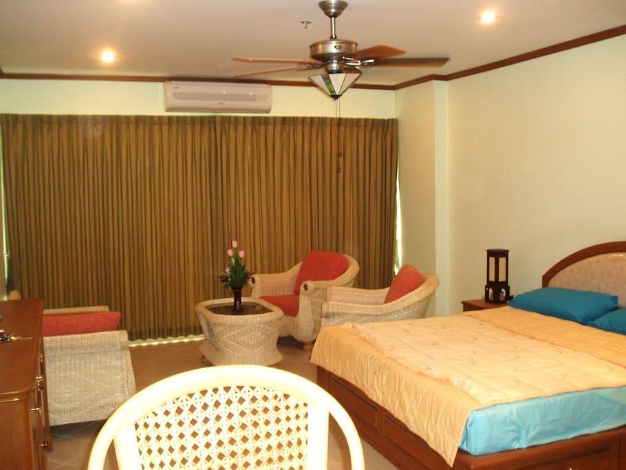 Chambre, Salon, + Terrasse de 12 m.
