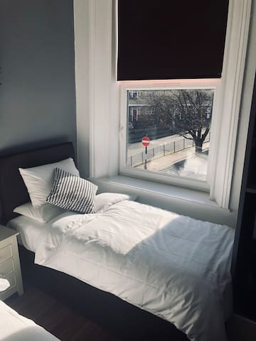 Double / Twin Room in Vibrant South London Hostel (Zone 2)