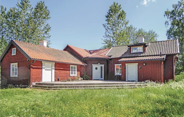 Stunning home in Södertälje with WiFi and 3 Bedrooms