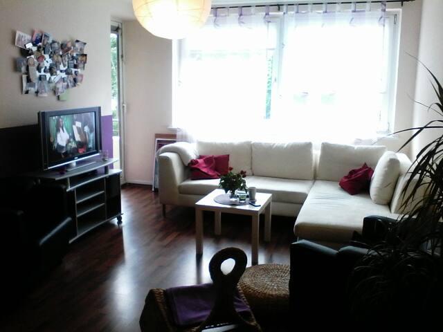 Zauberhafte kleine 2 Zimmer-Wohnung - Hampuri - Huoneisto