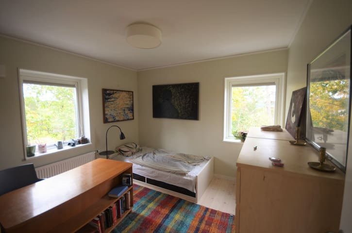 Private room in the newly built house in Huddinge - Huddinge - Casa