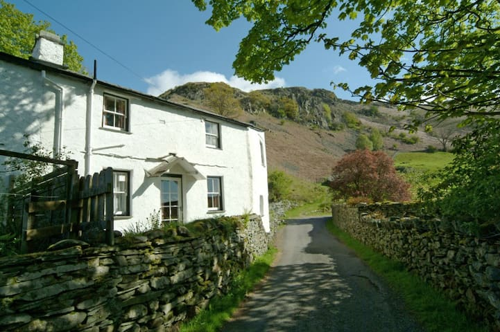 End Cottage, Chapel Stile