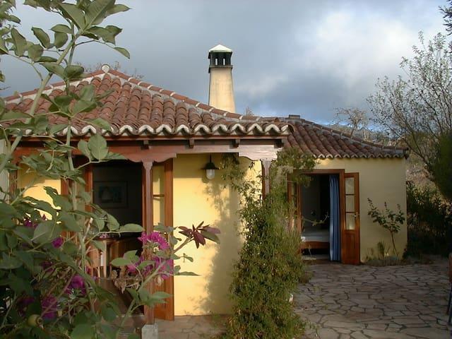 Charmantes  kanar. Landhaus mit traumhaftem Blick - Puntagorda - Dům pro hosty